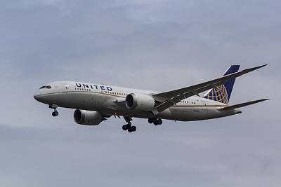 United Airlines Photograph - United Airlines Boeing 787 by David Pyatt