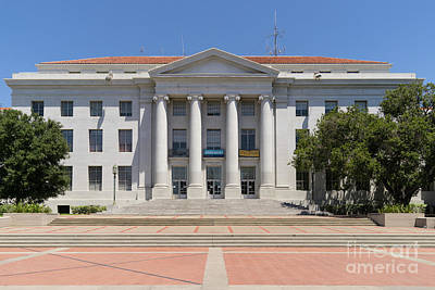 University Of California Berkeley Historic Sproul Hall At Sproul Plaza Dsc4083 Print by Wingsdomain Art and Photography
