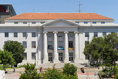 University Of California Berkeley Historic Sproul Hall At Sproul Plaza Dsc4088 Print by Wingsdomain Art and Photography