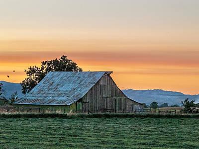 Photograph - Vaca Barn by Bill Gallagher