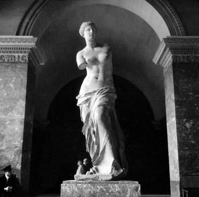 Venus De Milo Print by Hans Mauli