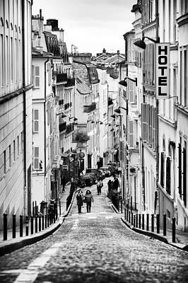 Vers Le Haut De La Rue Print by John Rizzuto