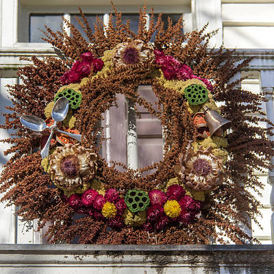 Geddy Photograph - Williamsburg Wreath 69 by Teresa Mucha