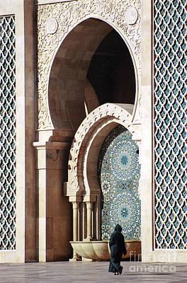 Islam Digital Art - Woman At Mosque - Casablanca by Linda  Parker