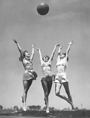 Young Women Photograph - Women With Medicine Ball by Underwood Archives