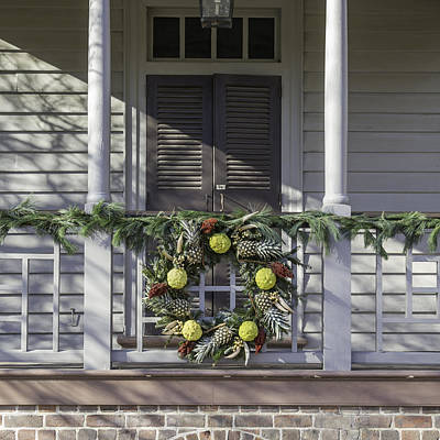 Wreath At Robert Carter House Print by Teresa Mucha