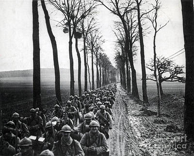 Infantryman Photograph - Wwi, French Infantrymen, Battle by Science Source