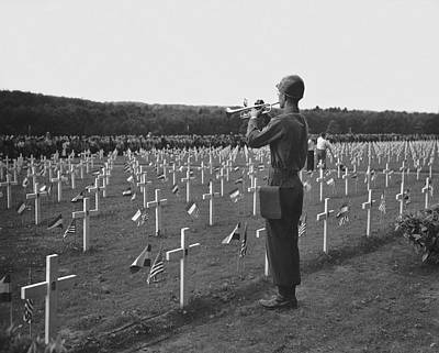 Gravestone Photograph - Wwii Taps Memorial Service by Underwood Archives