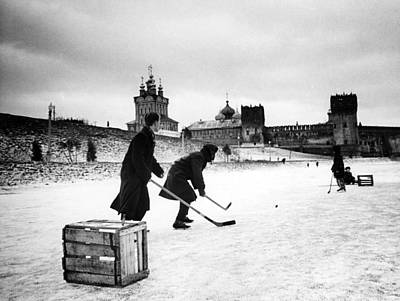 Ev-in Photograph - Young Russians Playing Hockey by Everett