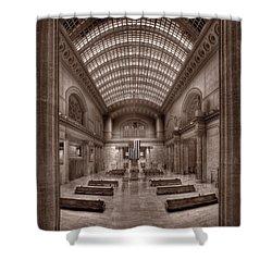 Chicagos Union Station Bw Shower Curtain by Steve Gadomski