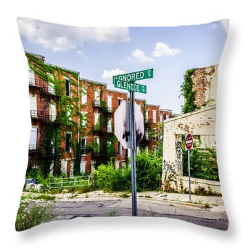 Cincinnati Glencoe-auburn Place Picture Throw Pillow by Paul Velgos