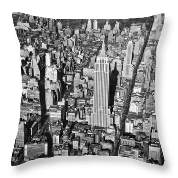 1934 Aerial View Of Manhattan Throw Pillow by Underwood Archives