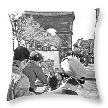 Arc De Triomphe Painter - B W Throw Pillow by Chuck Staley
