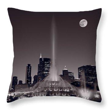 Buckingham Fountain Nightlight Chicago Bw Throw Pillow by Steve Gadomski
