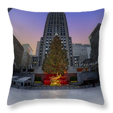 Christmas In Nyc Throw Pillow by Susan Candelario