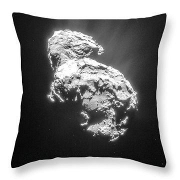 Throw Pillow featuring the photograph Comet 67pchuryumov-gerasimenko by Science Source