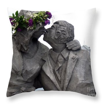 Richard Beyer Kissing Couple Statue Olympia Wa Throw Pillow by Ellen Miffitt