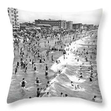 Santa Monica Beach In December Throw Pillow by Underwood Archives