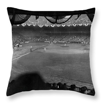 Yankees Defeat Giants Throw Pillow by Underwood Archives