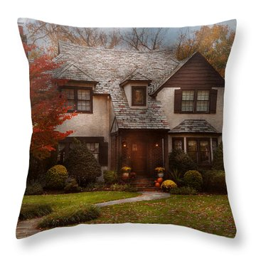 Cottage - Westfield Nj - The Country Life Throw Pillow by Mike Savad