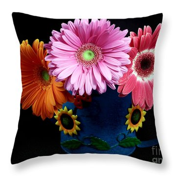 Daisy Can Throw Pillow by John Rizzuto