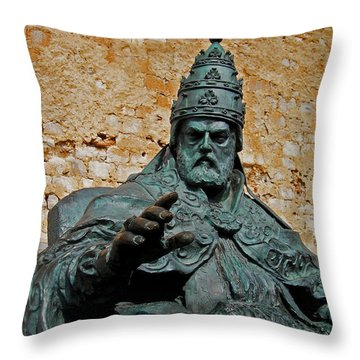 El Papa Luna ... Throw Pillow by Juergen Weiss