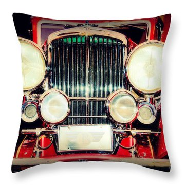 King Of The Road Throw Pillow by Susanne Van Hulst