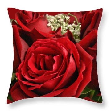 A Bouquet Of Red Roses Throw Pillow by Sue Melvin