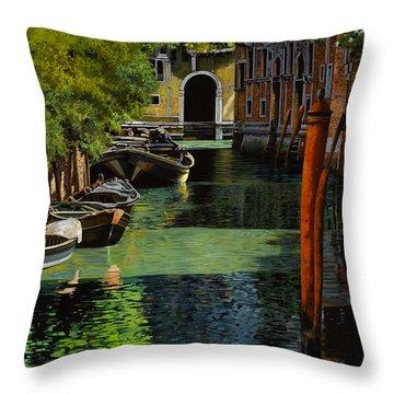 il palo rosso a Venezia Throw Pillow by Guido Borelli