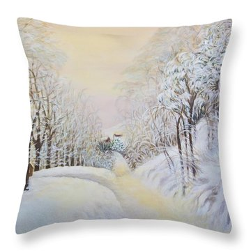 New Snow In Hunting Hills Throw Pillow by Douglas Ann Slusher