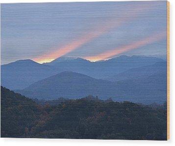 Dawn Of Gatlinburg Wood Print by Nian Chen