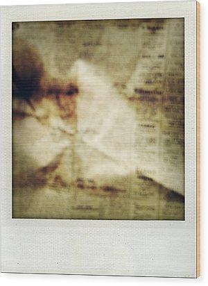 Grunge Newspaper Wood Print by Les Cunliffe