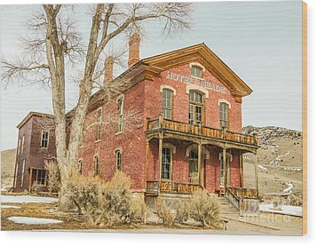 Hotel Meade Wood Print by Sue Smith