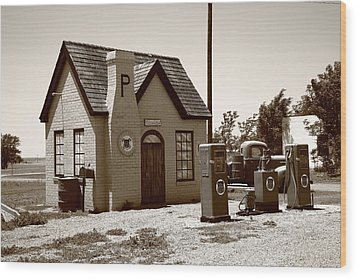 Route 66 - Phillips 66 Gas Station Wood Print by Frank Romeo