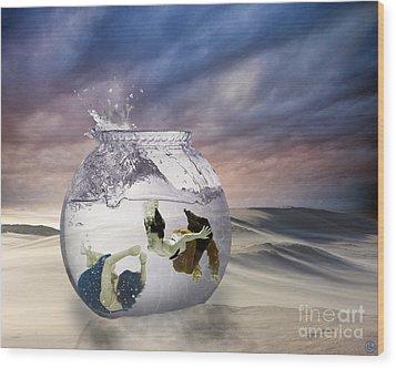 2 Lost Souls Living In A Fishbowl Wood Print by Linda Lees
