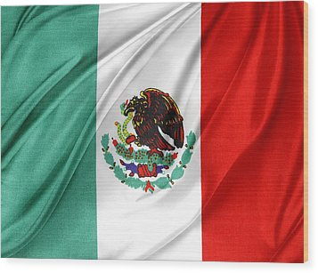 Mexican Flag Wood Print by Les Cunliffe