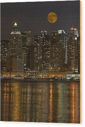 Moonrise Over Manhattan Wood Print by Susan Candelario