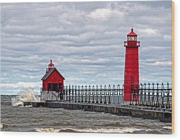 Grand Haven Lighthouse Wood Print by Cheryl Cencich