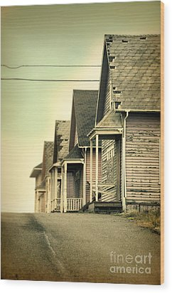 Abandoned Shacks Wood Print by Jill Battaglia