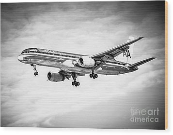Amercian Airlines 757 Airplane In Black And White Wood Print by Paul Velgos