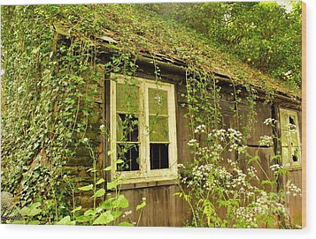 Ancient Cottage Wood Print by Rene Triay Photography
