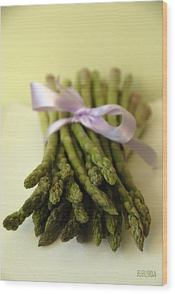 Asparagus With Purple Ribbon Wood Print by Beverly Brown