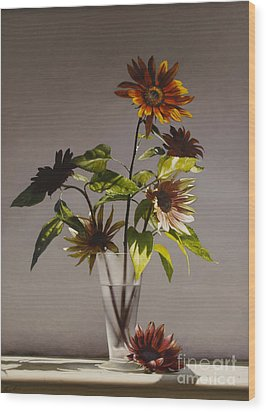 Assorted Sunflowers Wood Print by Larry Preston