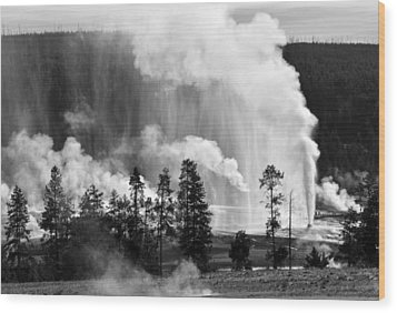 Beehive Geyser Shower In Black And White Wood Print by Bruce Gourley
