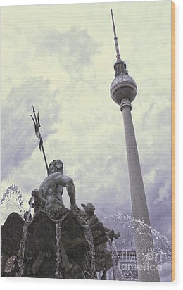 Berlin - Berliner Fernsehturm - Radio Tower No.04 Wood Print by Gregory Dyer