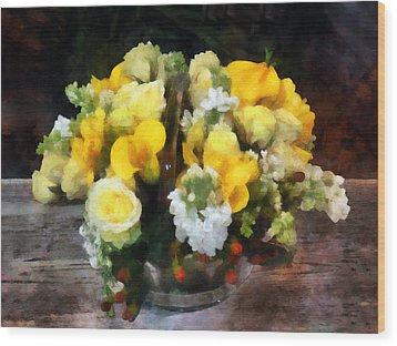 Bouquet With Roses And Calla Lilies Wood Print by Susan Savad