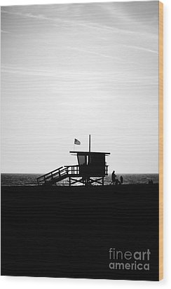California Lifeguard Stand In Black And White Wood Print by Paul Velgos