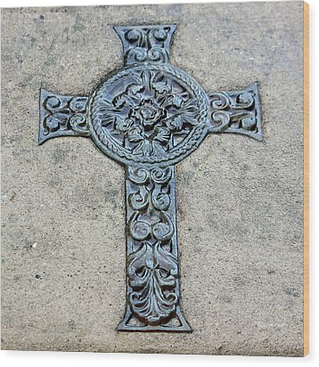 Celtic Cross IIi Wood Print by Suzanne Gaff
