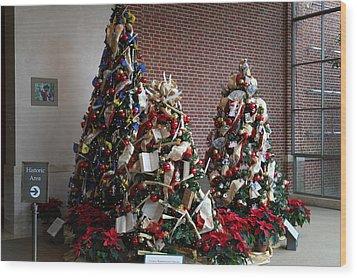 Christmas Display - Mt Vernon - 01131 Wood Print by DC Photographer