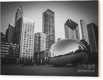 Cloud Gate Bean Chicago Skyline In Black And White Wood Print by Paul Velgos